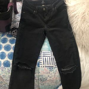 Black Jeans With Ripped Knees